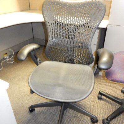 HM Mirra Chair Front1